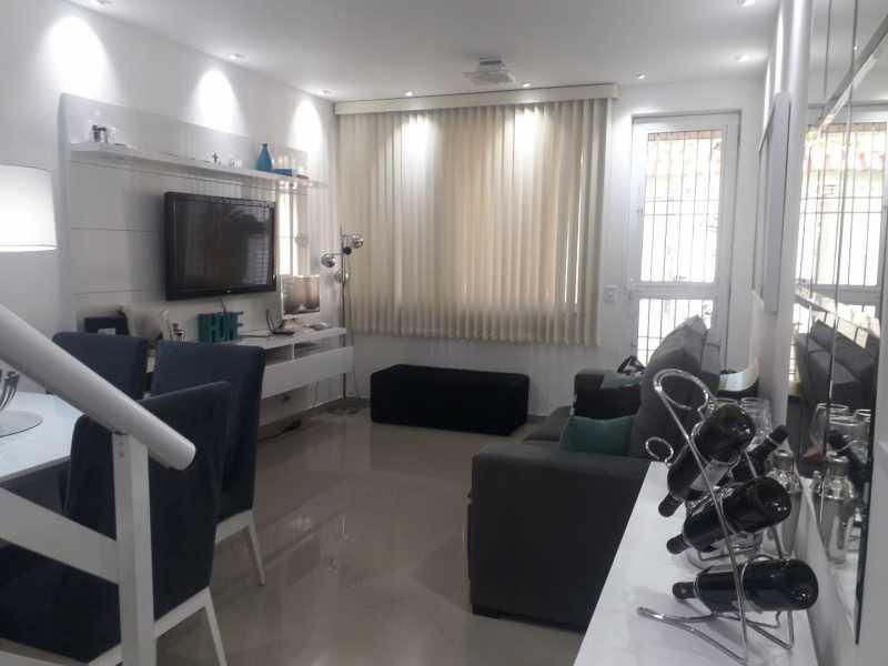 2-sala - Otima casa triplex muito bem localizada, sala, 03 quartos, sendo um suite , 02 banheiros com vidro temperado, cozinha, área externa, terraço todos os andares com interfone para abrir a porta. - VPCA30234 - 3