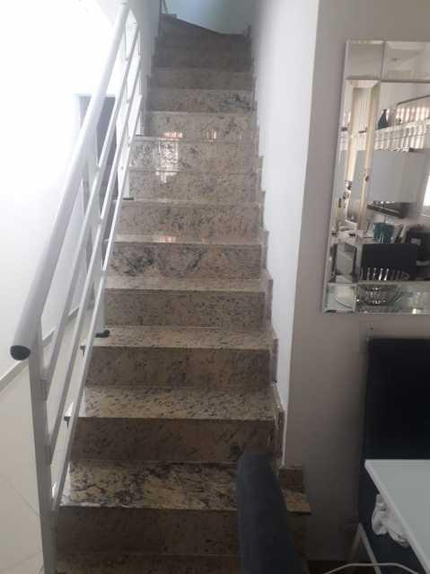 12-escada - Otima casa triplex muito bem localizada, sala, 03 quartos, sendo um suite , 02 banheiros com vidro temperado, cozinha, área externa, terraço todos os andares com interfone para abrir a porta. - VPCA30234 - 14