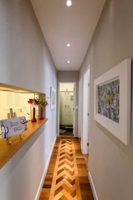 04- circulação - Espetacular apartamento super arejado recém reformado, mobilhado, proximoa um farto comércio, metro e condução, composto de sala ampla em dois ambientes, dois quartos, banheiro social cozinha americana. imperdivel , imovel todo em taco, janelas enti ruid - VPAP21734 - 5