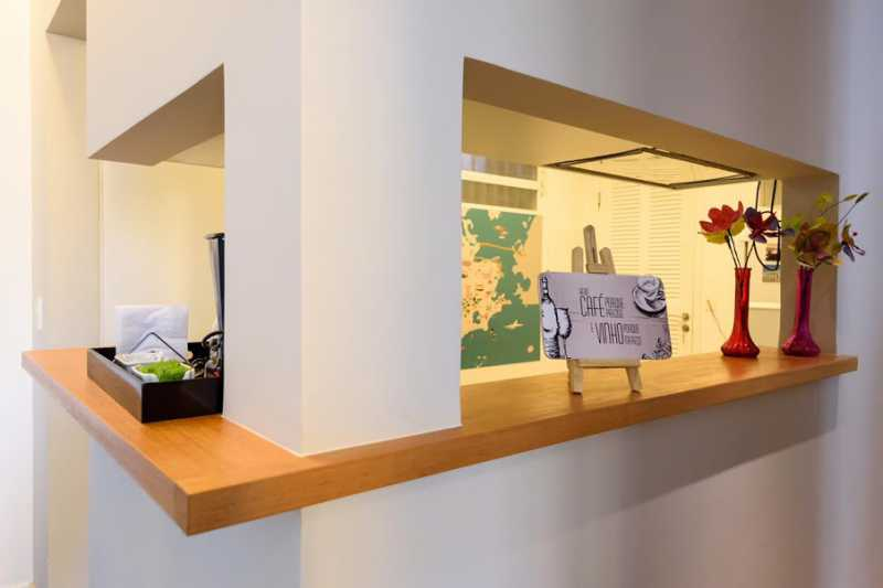05- cozinha americana - Espetacular apartamento super arejado recém reformado, mobilhado, proximoa um farto comércio, metro e condução, composto de sala ampla em dois ambientes, dois quartos, banheiro social cozinha americana. imperdivel , imovel todo em taco, janelas enti ruid - VPAP21734 - 9