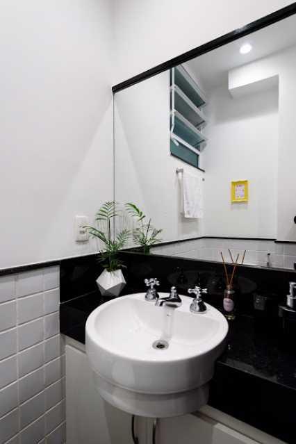 16- bh social - Espetacular apartamento super arejado recém reformado, mobilhado, proximoa um farto comércio, metro e condução, composto de sala ampla em dois ambientes, dois quartos, banheiro social cozinha americana. imperdivel , imovel todo em taco, janelas enti ruid - VPAP21734 - 18