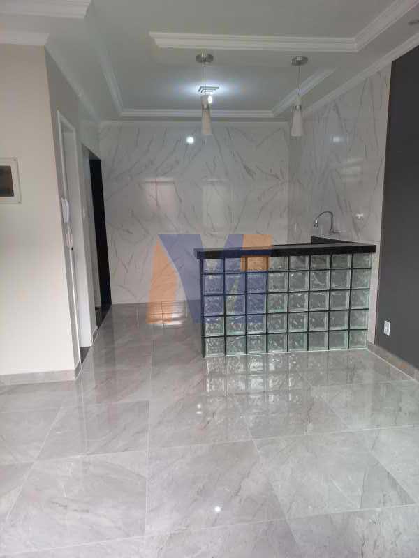 SALA PISO PORCELANATO - Casa no Centro de Rocha Miranda - PCCV20005 - 1