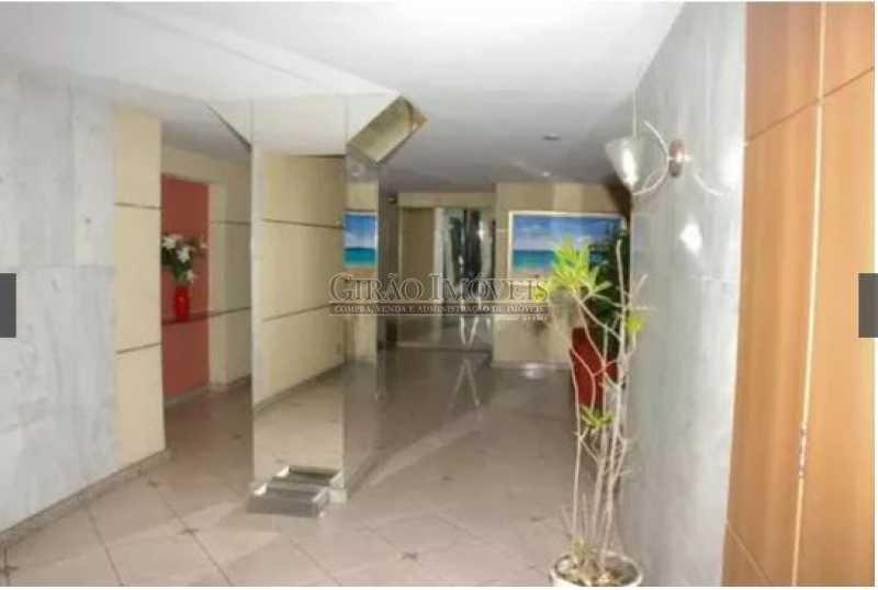 RECEPÇÃO PRÉDIO - Silencioso, claro e bem dividido. Sala ampla,Dois quartos, dependência. Possível garagem. Quadra da praia e junto metrô - GIAP20531 - 13