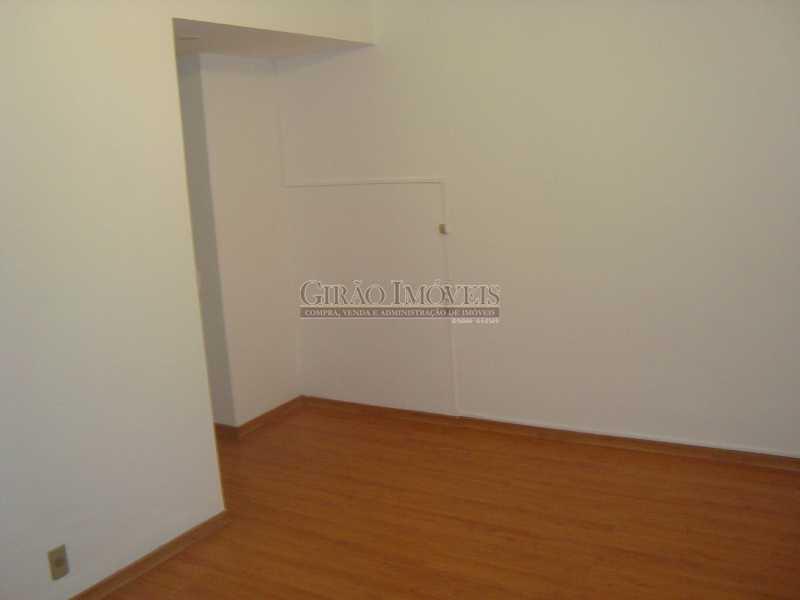 8 - Localização cobiçada. Prédio com infraestrutura e apartamento Vazio. Salão,2 Qtos,Dependência e Vaga - GIAP20635 - 9