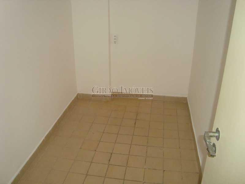 17 - Localização cobiçada. Prédio com infraestrutura e apartamento Vazio. Salão,2 Qtos,Dependência e Vaga - GIAP20635 - 14
