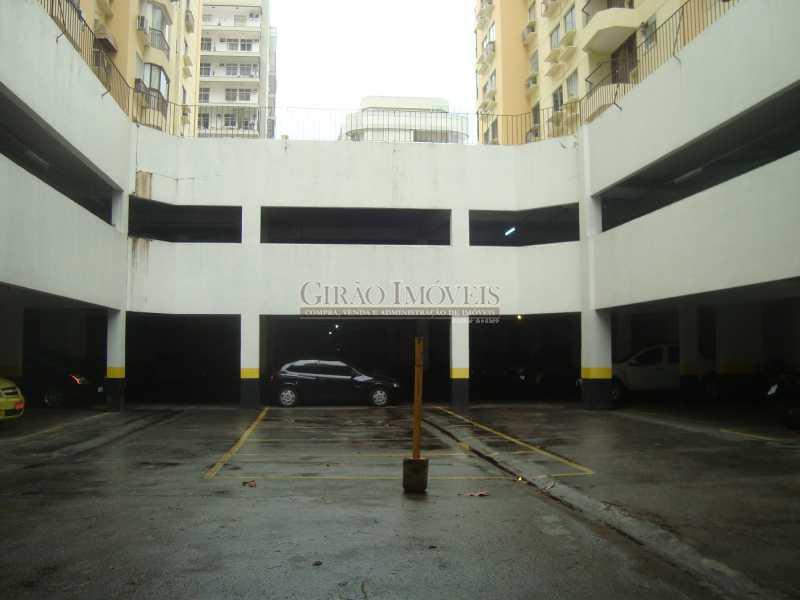 23 - Localização cobiçada. Prédio com infraestrutura e apartamento Vazio. Salão,2 Qtos,Dependência e Vaga - GIAP20635 - 19
