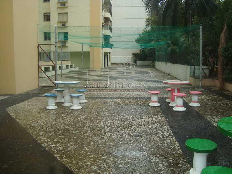 26 - Localização cobiçada. Prédio com infraestrutura e apartamento Vazio. Salão,2 Qtos,Dependência e Vaga - GIAP20635 - 20