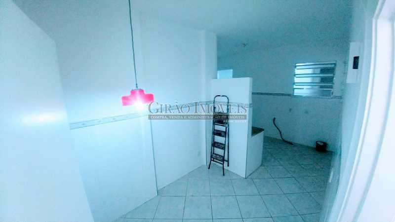 20181112_165816 - Oportunidade. Transversal arborizada, colada em Ipanema. Edifício modernizado tendo ótima apresentação, porteiros 24 horas, câmeras e elevadores novos privativos a 2 por andar. Apartamento Vazio, claro e bem distribuído. Sala dois ambientes com pé direito - GIAP30746 - 15