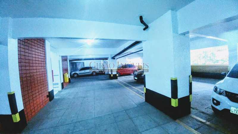 20181110_155352 - Oportunidade. Transversal arborizada, colada em Ipanema. Edifício modernizado tendo ótima apresentação, porteiros 24 horas, câmeras e elevadores novos privativos a 2 por andar. Apartamento Vazio, claro e bem distribuído. Sala dois ambientes com pé direito - GIAP30746 - 21
