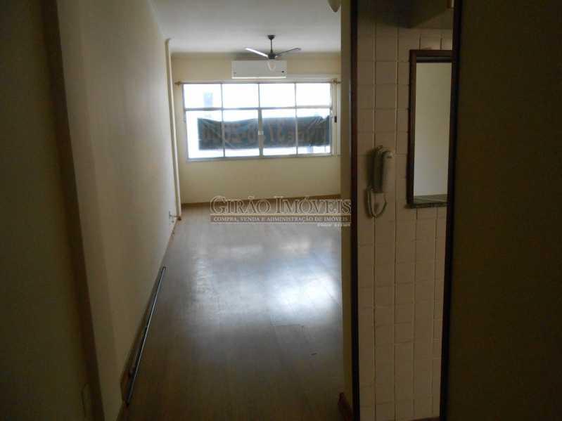 2 - Excelente apartamento 04 quartos (transformado em 3), frente, sol da manhã, andar alto, ótima localização, 02 por andar, composto por 01 hakk de entrada, salão em 02 ambientes, mais uma sala(quarto revertido), 03 quartos, todos com armários sendo 01 suít - GIAP30810 - 3