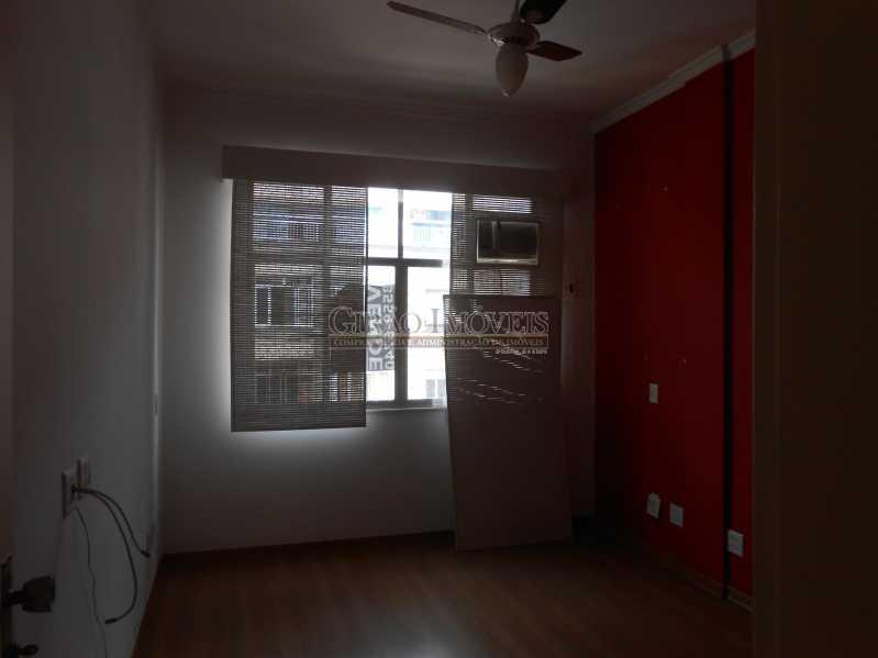 6 - Excelente apartamento 04 quartos (transformado em 3), frente, sol da manhã, andar alto, ótima localização, 02 por andar, composto por 01 hakk de entrada, salão em 02 ambientes, mais uma sala(quarto revertido), 03 quartos, todos com armários sendo 01 suít - GIAP30810 - 7