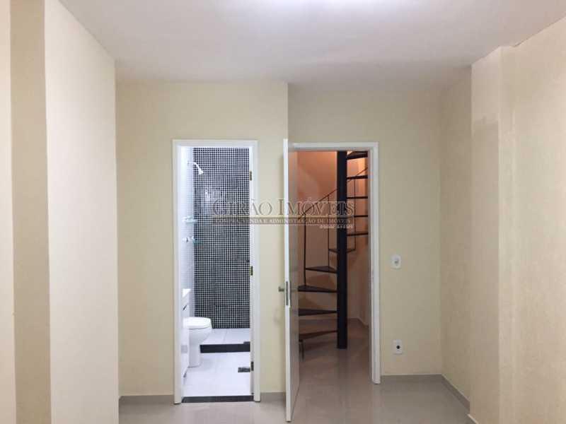 7b - Apartamento duplex, 63m², todo reformado, composto de sala, 01 suíte, 02 banheiros sociais, cozinha, área de serviço, dependências completas, fundos, silencioso, sol da manhã, prédio com elevador - GIAP10403 - 10