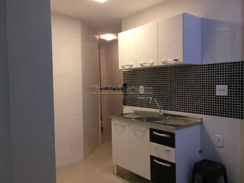 10 - Apartamento duplex, 63m², todo reformado, composto de sala, 01 suíte, 02 banheiros sociais, cozinha, área de serviço, dependências completas, fundos, silencioso, sol da manhã, prédio com elevador - GIAP10403 - 15