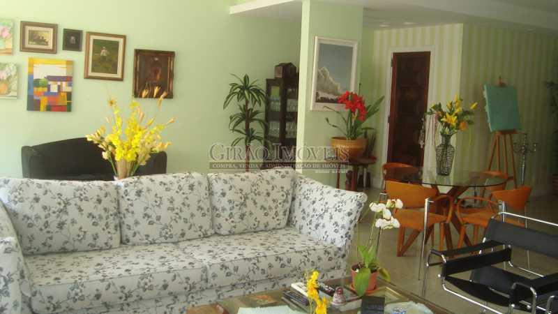 4 - Bolivar transversal valorizada da Praia de Copacabana, 5 quartos, neste preço, com este padrão, só para familias tradicionais e finas - GIAP50008 - 1