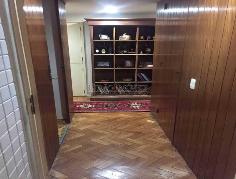 11- Corredsocial com armário  - Apartamento À Venda - Copacabana - Rio de Janeiro - RJ - GIAP30919 - 12