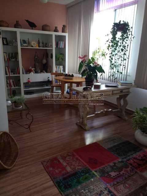 sala 4. - Cobertura duplex em Ipanema, por este preço? composta por:1 pavimento: salão em 2 ambientes, 2 quartos, escada linear, banheiro social, cozinha com área de serviço, dependência completa de empregada. 2 pavimento: 1 suíte, amplo terraço com vista livre, e - GICO30073 - 4
