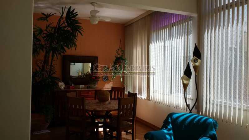 sala principal. - Cobertura duplex em Ipanema, por este preço? composta por:1 pavimento: salão em 2 ambientes, 2 quartos, escada linear, banheiro social, cozinha com área de serviço, dependência completa de empregada. 2 pavimento: 1 suíte, amplo terraço com vista livre, e - GICO30073 - 8