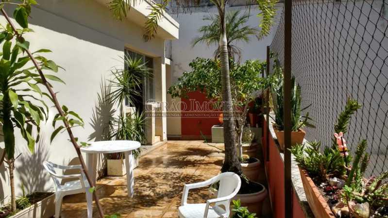 terraço 1. - Cobertura duplex em Ipanema, por este preço? composta por:1 pavimento: salão em 2 ambientes, 2 quartos, escada linear, banheiro social, cozinha com área de serviço, dependência completa de empregada. 2 pavimento: 1 suíte, amplo terraço com vista livre, e - GICO30073 - 1