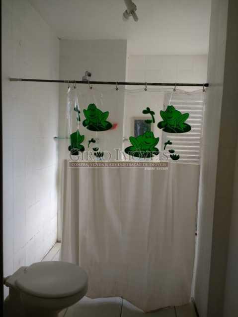 banheiro 1. - Cobertura duplex em Ipanema, por este preço? composta por:1 pavimento: salão em 2 ambientes, 2 quartos, escada linear, banheiro social, cozinha com área de serviço, dependência completa de empregada. 2 pavimento: 1 suíte, amplo terraço com vista livre, e - GICO30073 - 12