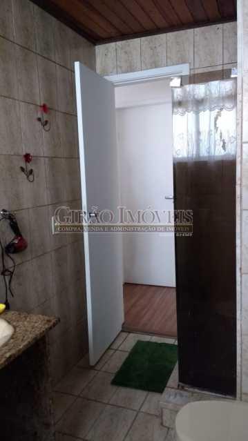 banheiro 2. - Cobertura duplex em Ipanema, por este preço? composta por:1 pavimento: salão em 2 ambientes, 2 quartos, escada linear, banheiro social, cozinha com área de serviço, dependência completa de empregada. 2 pavimento: 1 suíte, amplo terraço com vista livre, e - GICO30073 - 13
