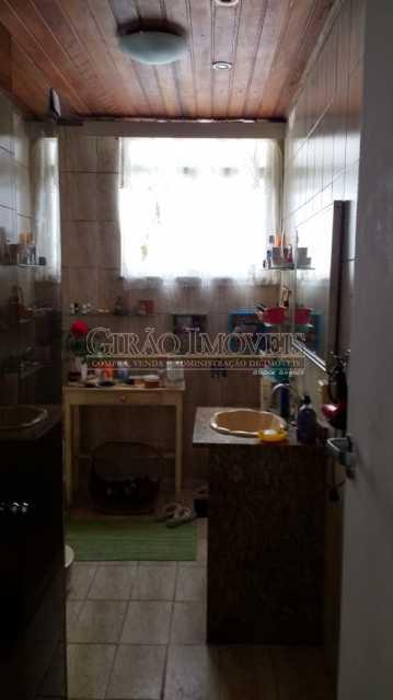 banheiro3. - Cobertura duplex em Ipanema, por este preço? composta por:1 pavimento: salão em 2 ambientes, 2 quartos, escada linear, banheiro social, cozinha com área de serviço, dependência completa de empregada. 2 pavimento: 1 suíte, amplo terraço com vista livre, e - GICO30073 - 14