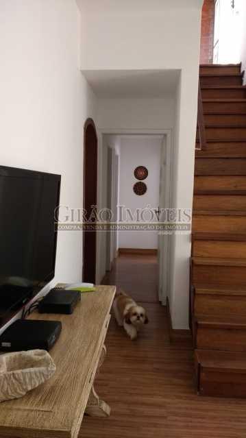circulação. - Cobertura duplex em Ipanema, por este preço? composta por:1 pavimento: salão em 2 ambientes, 2 quartos, escada linear, banheiro social, cozinha com área de serviço, dependência completa de empregada. 2 pavimento: 1 suíte, amplo terraço com vista livre, e - GICO30073 - 15