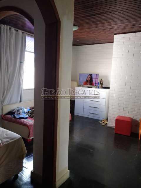 quarto 1. - Cobertura duplex em Ipanema, por este preço? composta por:1 pavimento: salão em 2 ambientes, 2 quartos, escada linear, banheiro social, cozinha com área de serviço, dependência completa de empregada. 2 pavimento: 1 suíte, amplo terraço com vista livre, e - GICO30073 - 17