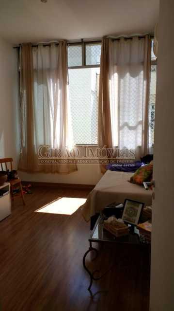 quarto 6. - Cobertura duplex em Ipanema, por este preço? composta por:1 pavimento: salão em 2 ambientes, 2 quartos, escada linear, banheiro social, cozinha com área de serviço, dependência completa de empregada. 2 pavimento: 1 suíte, amplo terraço com vista livre, e - GICO30073 - 3
