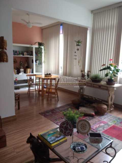 sala 3. - Cobertura duplex em Ipanema, por este preço? composta por:1 pavimento: salão em 2 ambientes, 2 quartos, escada linear, banheiro social, cozinha com área de serviço, dependência completa de empregada. 2 pavimento: 1 suíte, amplo terraço com vista livre, e - GICO30073 - 22