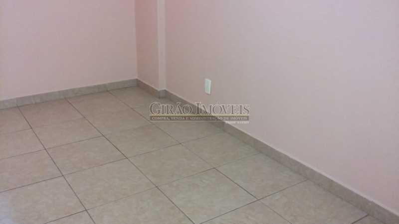 Sala - Copacabana, Posto 4 vista parcial mar, próximo metrô, comércio, apartamento reformado, claro, andar alto, arejado, composto de sala, quarto, banheiro com box blindex instalação para máquina de lavar roupas, cozinha cabe geladeira e fogão de 2 bocas. Préd - GIAP10498 - 4