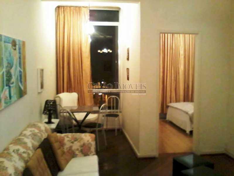 Copacabana 2 quartos + dep - Apartamento composto de salão em dois ambientes dois amplos quartos, banheiro social , cozinha, área de serviço e dependências completas de empregada. Portaria 24h. Colado no Metrô, comércio e todos os transportes - GIAP20897 - 3
