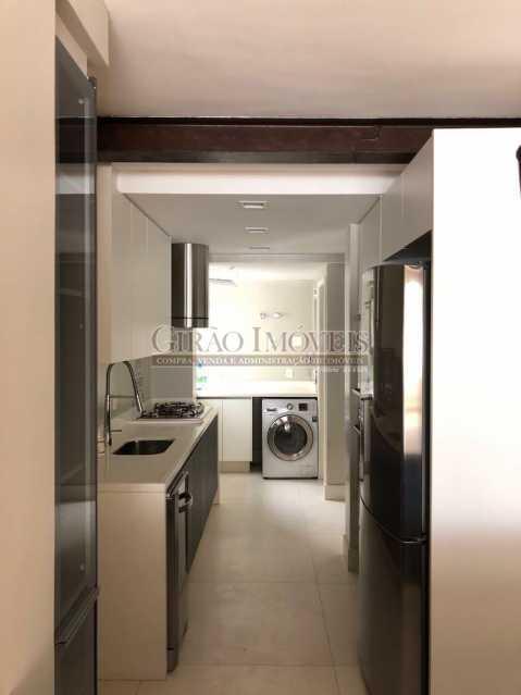 COZINHA E LAVANDERIA - Maravilhosa cobertura Duplex, em prédio novo e reservado de excelente apresentação. Toda decorada por arquiteto, tendo 3 suite e 3 vagas escrituradas - GICO30078 - 25