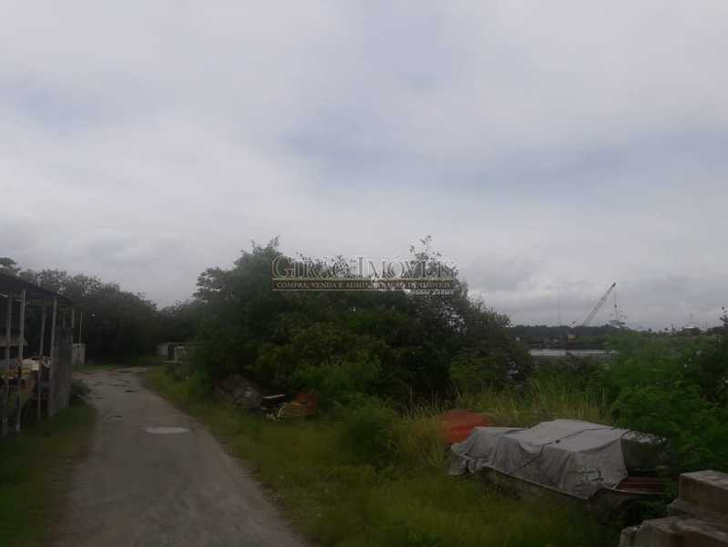 Foto 11 - Mini Estaleiro de 5.000 m2 podendo dobrar a área, 3 galpões grandes, escritório, cozinha, alojamento, varios banheiros e estacinamento para caminhões. Acesso por terra e por mar, fundos para a baia da Guanabara. - GIOU00002 - 12