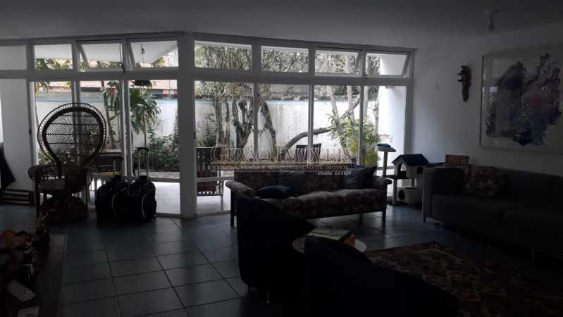 93cd3344-e71a-45c7-9912-a0c479 - Casa triplex no Jardim Botanico, 05 quartos sendo 02 suítes, vaga para 04 carros. - GICN50003 - 3