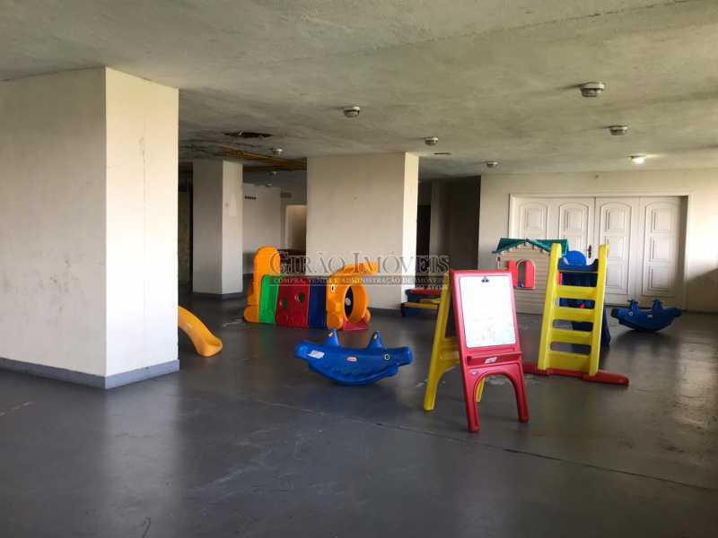 18 - Apartamento frontal Lagoa, vista cinematográfica, 03 quartos(01 suíte), dependências completas, 01 vaga de garagem na escritura. - GIAP31510 - 23