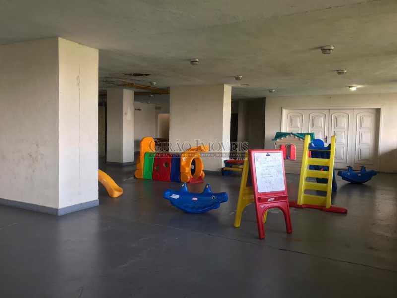19 - Apartamento frontal Lagoa, vista cinematográfica, 03 quartos(01 suíte), dependências completas, 01 vaga de garagem na escritura. - GIAP31510 - 24