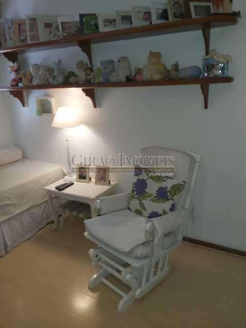 12 - Apartamento com 02 quartos(01 suíte), varandas, dependências completas, 01 vaga de garagem. - GIAP21292 - 15