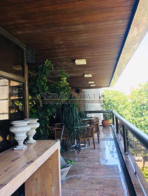 1 - Apartamento reformado com 03 suítes (01 master com closet), sala 02 ambientes avarandada, cozinha planejada, 2 dependências completas, 3 vagas na escritura. - GIAP31546 - 1