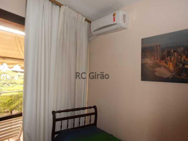 8 - Cobertura duplex, 03 quartos (01 suíte), piscina, dependências completas, 01 vaga de garagem na escritura. - GICO30026 - 18