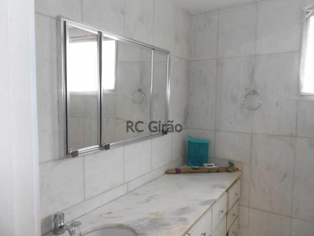 16 - Cobertura duplex, 03 quartos (01 suíte), piscina, dependências completas, 01 vaga de garagem na escritura. - GICO30026 - 17