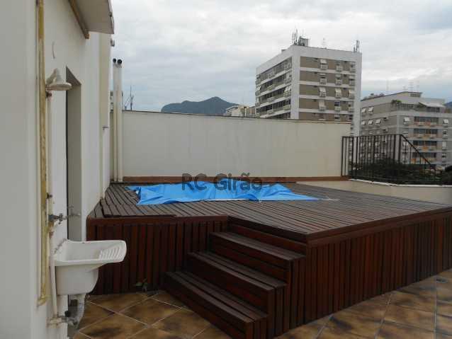 20 - Cobertura duplex, 03 quartos (01 suíte), piscina, dependências completas, 01 vaga de garagem na escritura. - GICO30026 - 10