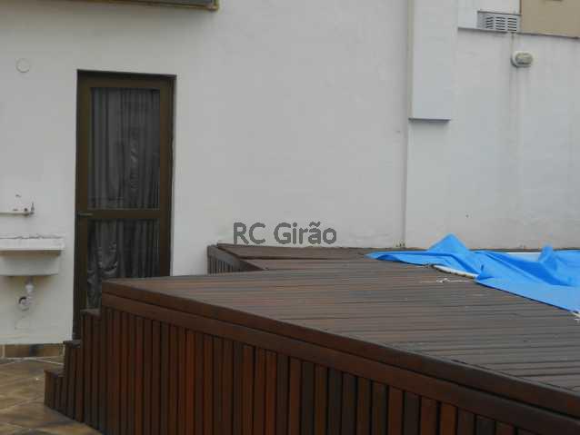 21 - Cobertura duplex, 03 quartos (01 suíte), piscina, dependências completas, 01 vaga de garagem na escritura. - GICO30026 - 25