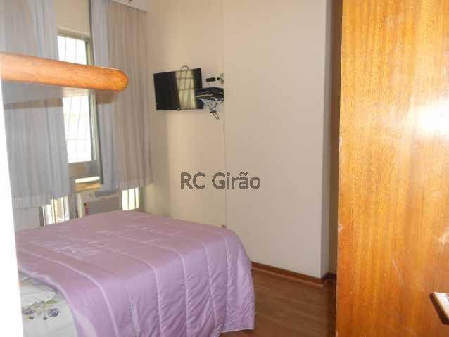 6 - Encontrei !!!! A partir de agora já posso pensar em me mudar. Apartamento com ótima localização, em Copacabana, edifício muito bem cuidado, portaria 24h, composto de 2 quartos com armários embutidos, 01 salão amplo em 02 ambientes (estar e jantar), 01 b - GIAP20192 - 7