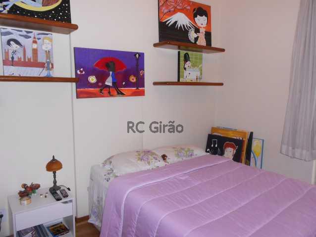 7 - Encontrei !!!! A partir de agora já posso pensar em me mudar. Apartamento com ótima localização, em Copacabana, edifício muito bem cuidado, portaria 24h, composto de 2 quartos com armários embutidos, 01 salão amplo em 02 ambientes (estar e jantar), 01 b - GIAP20192 - 8