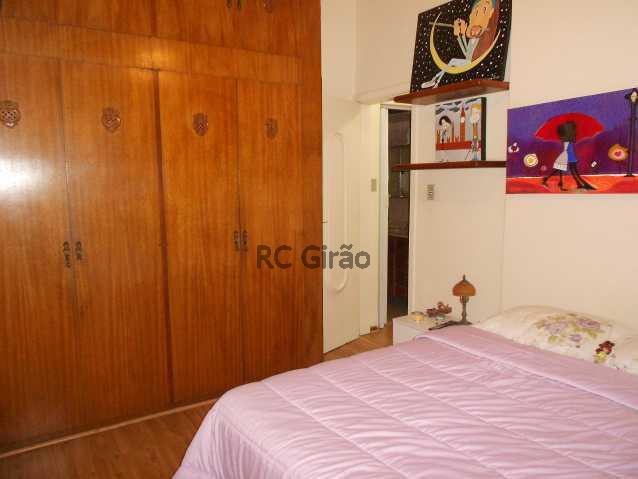 8 - Encontrei !!!! A partir de agora já posso pensar em me mudar. Apartamento com ótima localização, em Copacabana, edifício muito bem cuidado, portaria 24h, composto de 2 quartos com armários embutidos, 01 salão amplo em 02 ambientes (estar e jantar), 01 b - GIAP20192 - 9