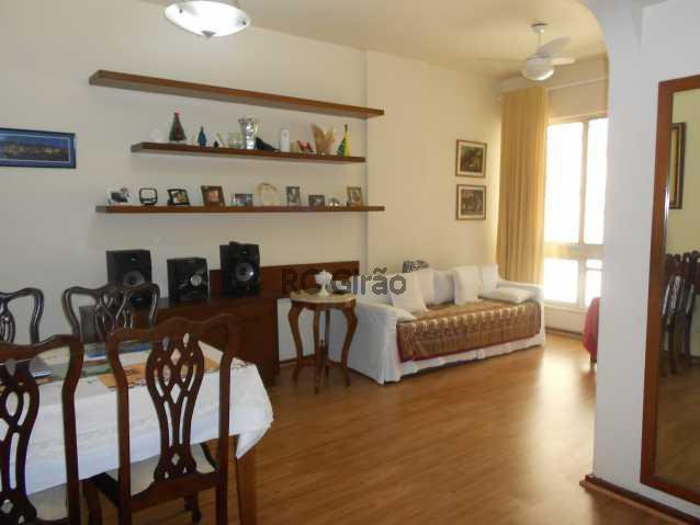1 - Encontrei !!!! A partir de agora já posso pensar em me mudar. Apartamento com ótima localização, em Copacabana, edifício muito bem cuidado, portaria 24h, composto de 2 quartos com armários embutidos, 01 salão amplo em 02 ambientes (estar e jantar), 01 b - GIAP20192 - 16