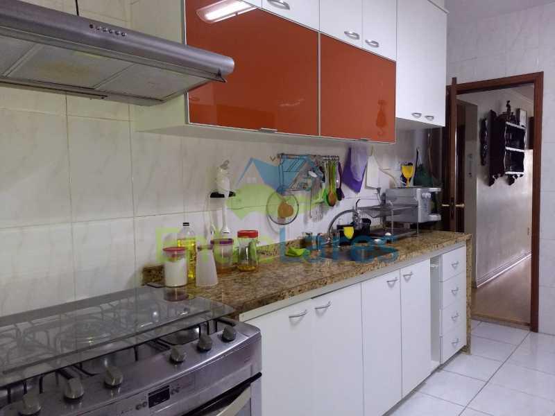 08. - Apartamento na Freguesia 3 quartos sendo 1 suíte, varanda, dependência completa, 2 vagas de garagem. Praia da Guanabara. - ILAP30243 - 9