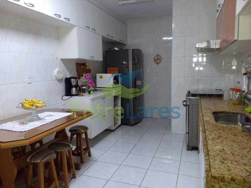 10. - Apartamento na Freguesia 3 quartos sendo 1 suíte, varanda, dependência completa, 2 vagas de garagem. Praia da Guanabara. - ILAP30243 - 10