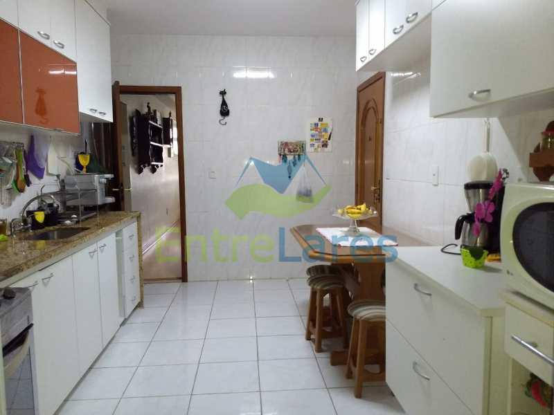 11. - Apartamento na Freguesia 3 quartos sendo 1 suíte, varanda, dependência completa, 2 vagas de garagem. Praia da Guanabara. - ILAP30243 - 11