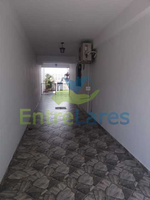 1 - Casa Duplex na Portuguesa 3 quartos sendo 1 suíte, varanda, cozinha planejada, piscina, cisterna, 4 vagas de garagem. - ILCA30107 - 27